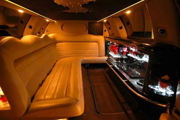 Lincoln limo party rental Dublin