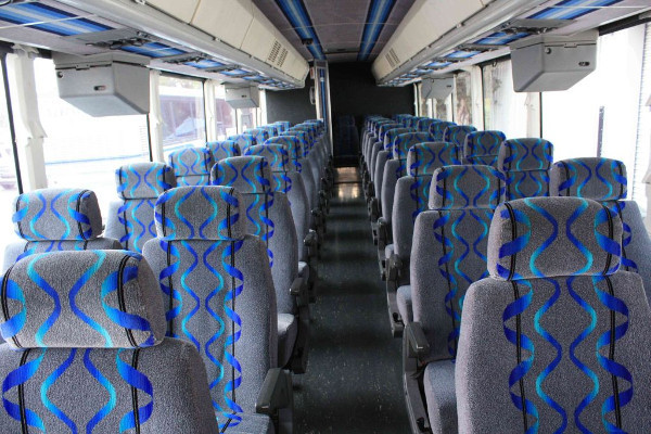 30 person shuttle bus rental Commercial Point